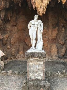 Heracles amb la pell del lleó de Nemea.