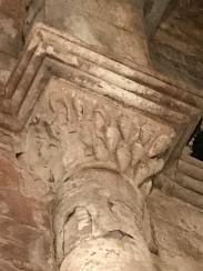 Detall del capitell interior